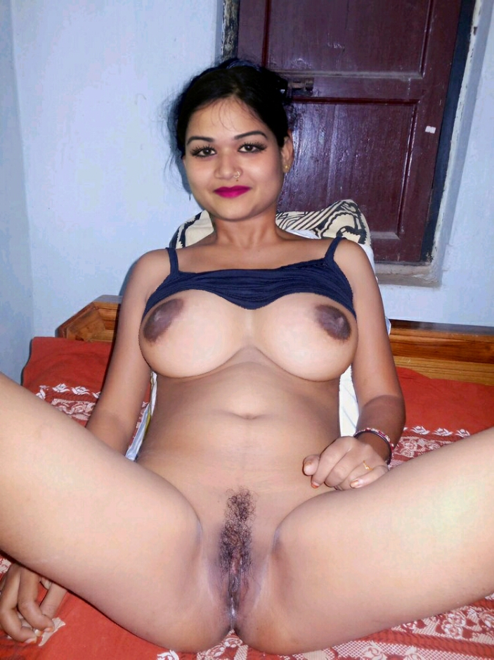 Indian Randi Miss Noopur Dash Showing Her Horny Fuckable Pussy To All Her Pussy Lovers