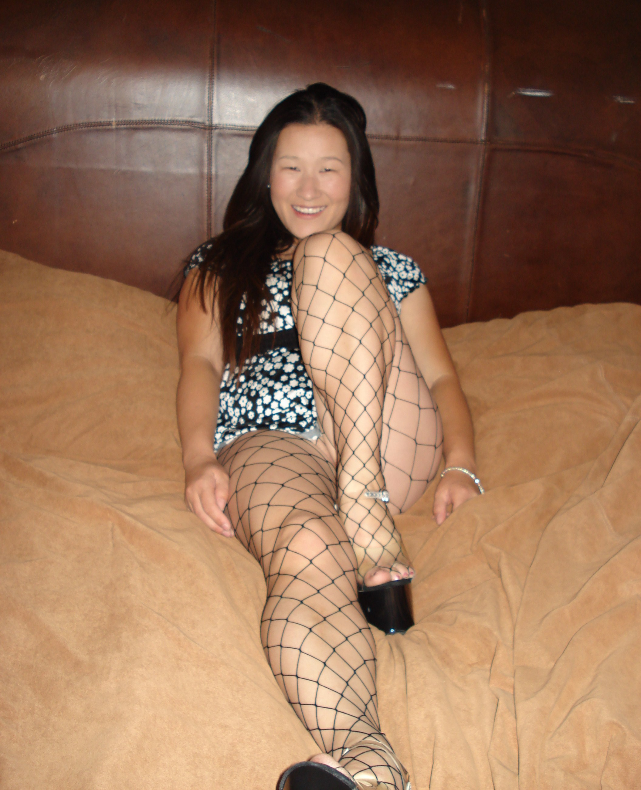 Katelin in fence net pantyhose 3